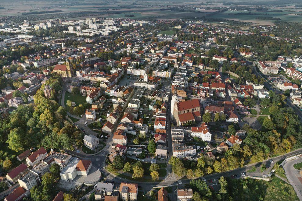 Luftaufnahme der Stadt Dzierżoniów/Reichenbach von Stanislaw Klimek.